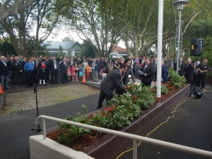 Anzac wreath laying 2014